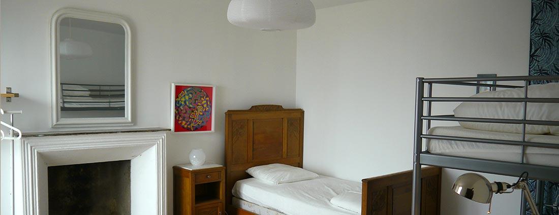 photo chambre - 3 lit simple - corsica-home.com - gîte vacances Corse plaine orientale