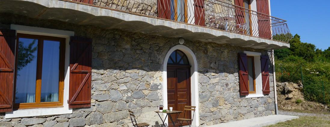 photo maison devant - corsica-home.com - gîte vacances Corse plaine orientale