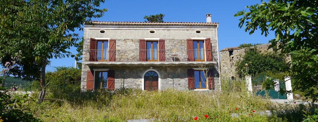 photo maison façade - corsica-home.com - gîte vacances Corse plaine orientale