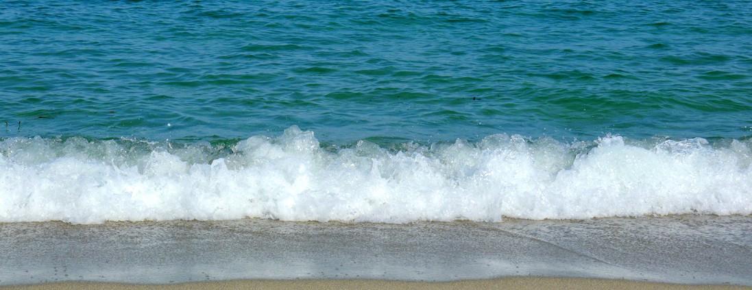 photo vague plage - corsica-home.com - gîte vacances Corse plaine orientale