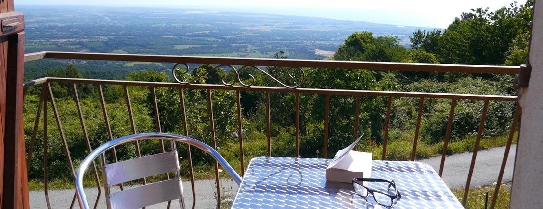 photo balcon panoramique 2 - corsica-home.com - gîte vacances Corse plaine orientale